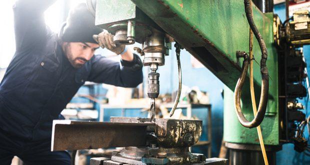 À la recherche d'un travail d'opérateur de machines ?  Voilà comment trouver les bonnes offres d'emploi !