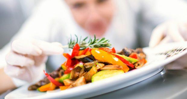 Taillez, cuisinez et servez-vous une voie royale jusqu'à une grande cuisine